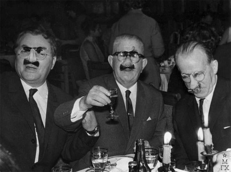 Встреча нового, 1968 года. Фёдор Васильевич Антонов с накладными усами, в белой рубашке и галстуке, выглядит наиболее трезвым.