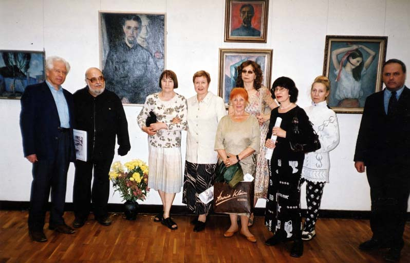 Выставка Н. Чернышева в ГТГ, 2005 г. : В. Зобов, Т. Лахути, П. Чернышева, О. Костина.
