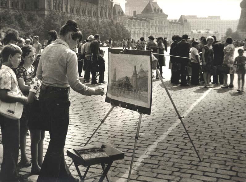 П. Чернышева рисует Кремль.