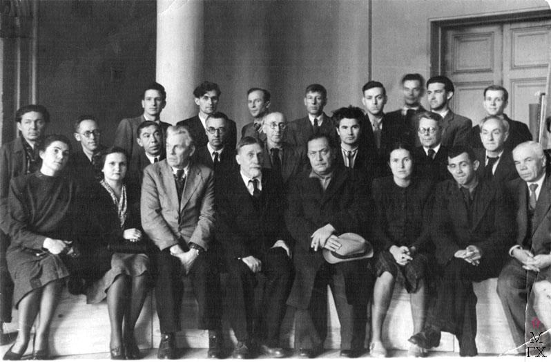 Вверху (третий ряд) первый слева - Сергей Дорошенко, рядом - Леонид Чичкан. Первый ряд: вторая  слева - Зинаида Зацепина,  третья справа - Татьяна  Яблонская