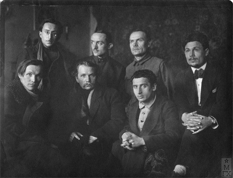 Стоят слева направо - В.Н. Перельман, Б.Н. Яковлев, Я.А. Башилов; <br> сидят - А.В. Григорьев, П.А. Радимов, Е.А. Кацман, Н.П. Христенко. Москва, АХРР, 1923 г.