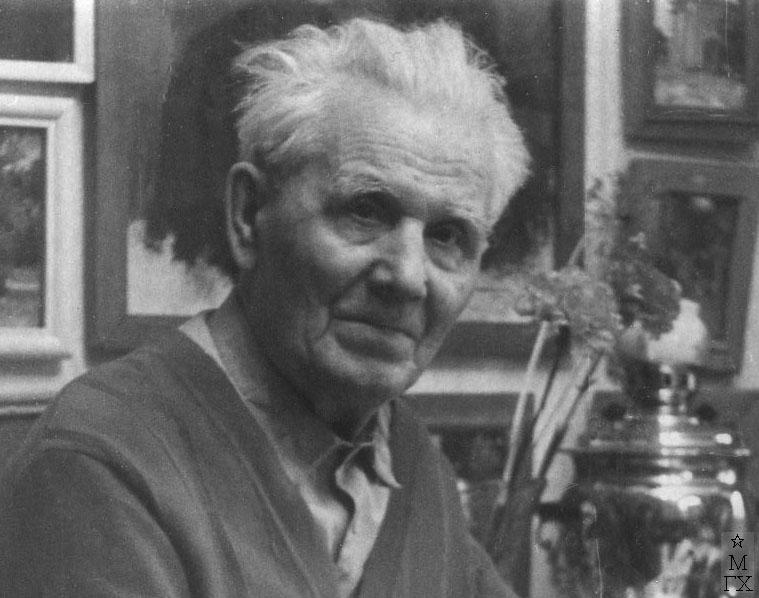 Николай Павлович Христенко в своей квартире, 1987 г.