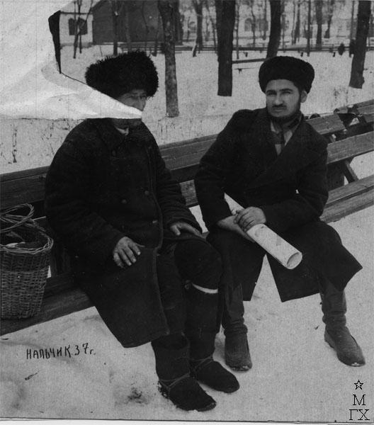 Лезвиев М.В. в папахе. Г. Нальчик, 1937 г.