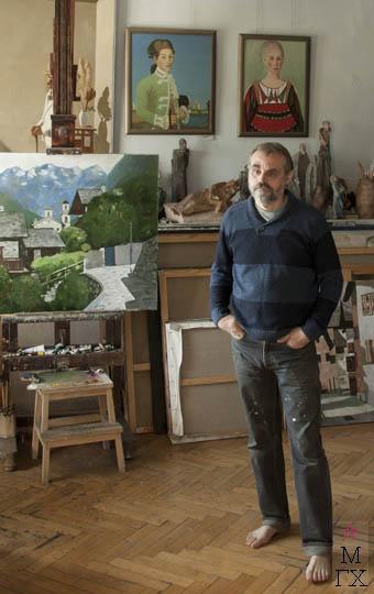 Юрий Попков в мастерской.