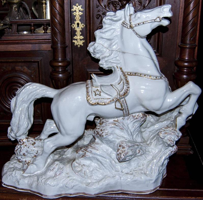 Т.Н. Порожняк. Скульптура : Скачущий конь. Фарфор.