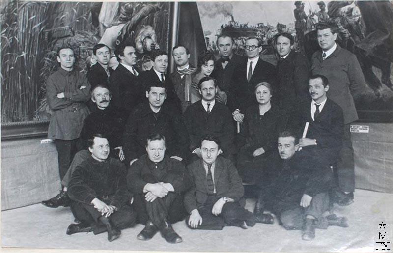 10-я юбилейная выставка Красной Армии. Пшеничников в первом ряду второй слева.