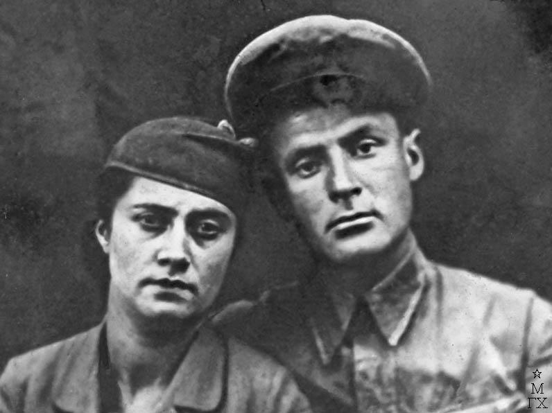С женой Анной Мойсеевной перед отправкой на фронт.