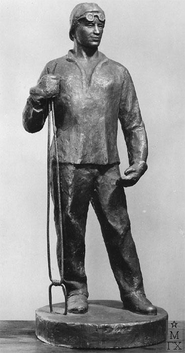 В.Ц. Валев. Скульптура : Рабочий-прокатчик