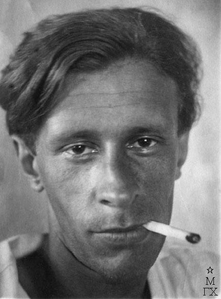 На обороте фотографии надпись и подпись П.В. Вильямса: 1925 год. Мисхор. Хулиган Вильямс Пётр.